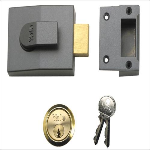 Yale 82 Deadbolt Nightlatch 60mm Backset Dmg London